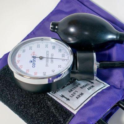 Coronet-Tensiometro-Aneroide-Superior-Con-Estetoscopio-1u-en-Pedidosfarma